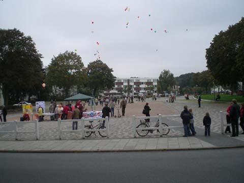 ballonaktion_kirchsteinbeker_marktplatz_13_20070923_1998201810.jpg