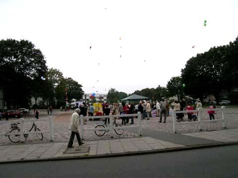 ballonaktion_kirchsteinbeker_marktplatz_24_20070923_1809093090.jpg