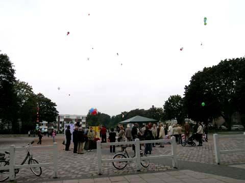 ballonaktion_kirchsteinbeker_marktplatz_25_20070923_1913989206.jpg