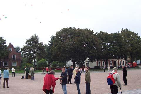 ballonaktion_kirchsteinbeker_marktplatz_26_20070923_1177168849.jpg