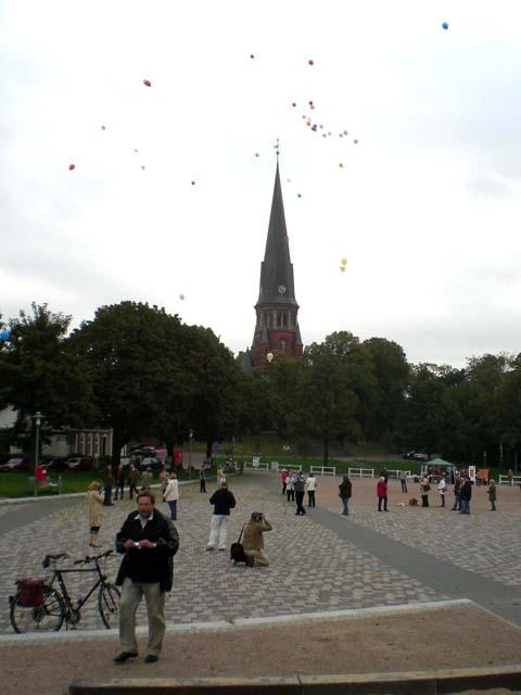 ballonaktion_kirchsteinbeker_marktplatz_6_20070923_1150432955.jpg