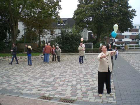 ballonaktion_kirchsteinbeker_marktplatz_7_20070923_1121127330.jpg