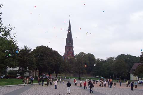 ballonaktion_kirchsteinbeker_marktplatz_8_20070923_1752925366.jpg
