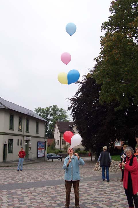 ballonaktion_kirchsteinbeker_marktplatz_9_20070923_1022522054.jpg