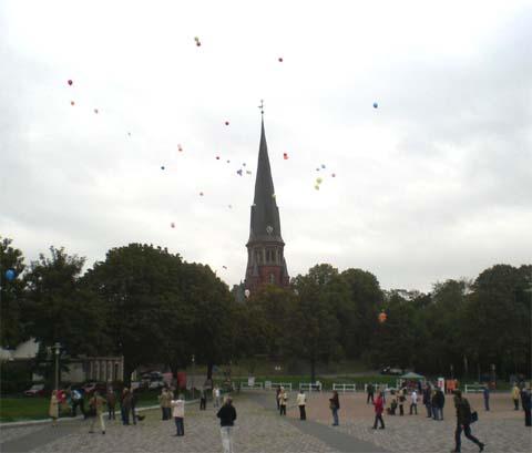 ballonaktion_kirchsteinbeker_marktplatz_9_20070923_1260535359.jpg